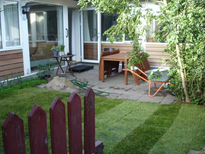 Der skal rodes i den lille have, som endelig tager form